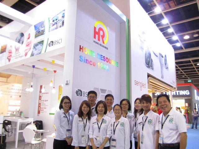 Home Resource Chairman Sam Chen (the first from left)is leading his company to shoot for market share in Taiwan.