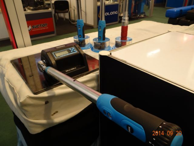 William Tools's digital torque calibrator has beefed-up processor to precisely measure applied force and output.