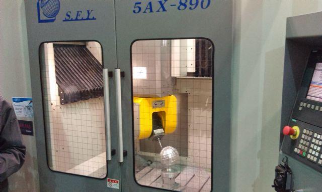 Shenq Fang Yuan's patented 5AX-890 five-axis machining center.