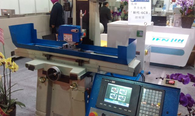 Joen Lih's JL-818ATD grinding machine is equipped with a Syntech 6-CB controller.