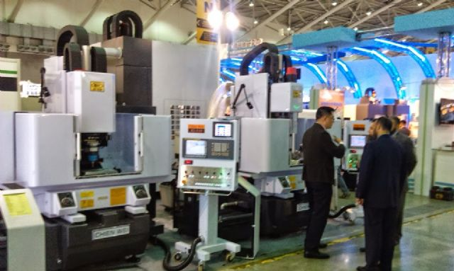 Taiwan's machinery exports decline a second month in April due to currency exchange turbulence. (a machinery trade show shown)