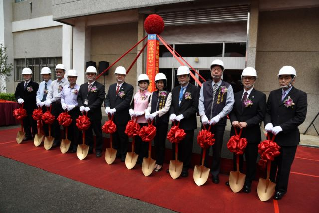 AIDC chairman Anson Liao (6th from left) and VIPs break ground for the aerospace maker's TACC-19 factory. (photo from AIDC)
