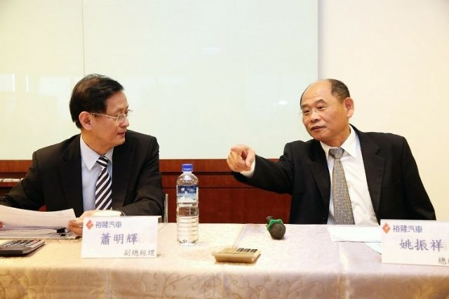 Yulon president Yao Chen-hsiang (right) and vice president Hsiao Ming-hui at the group's recent shareholder meeting. (Photo from UDN)