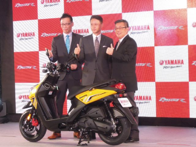 Shinji Takeda (center) has been president of Yamaha Taiwan since late 2014 and has kicked off intensive marketing activities to expand Yamaha's market share in Taiwan.