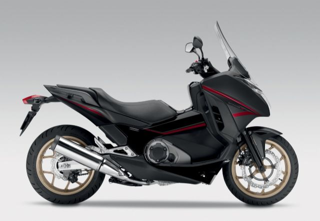 The Honda NC750D is a popular model in the red-plate (over-550cc) high-end scooter segment in Taiwanese PTW market. (photo from Honda)