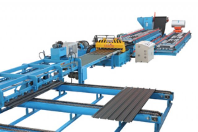 Fully automatic cold roll forming machine for roofing panel making.