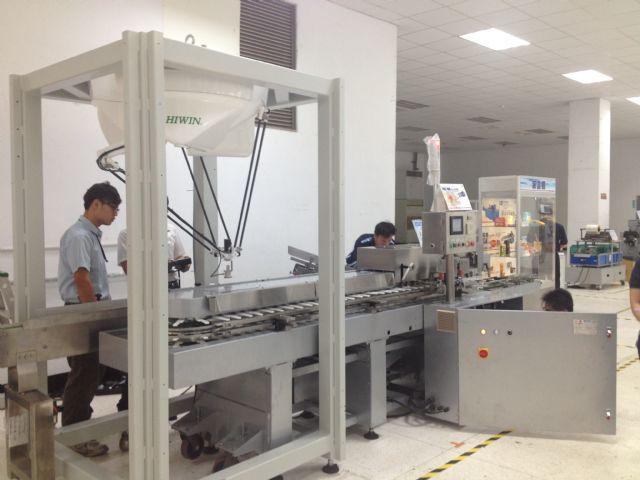 The VSC-100 vertical carton-filling machine utilizes Hiwin's Delta robot.