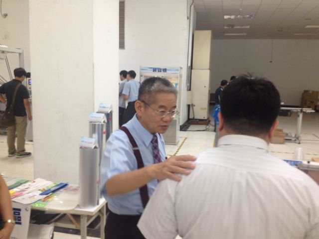 Benker Liao, Benison president, busy greeting visitors and introducing machines at the venue.