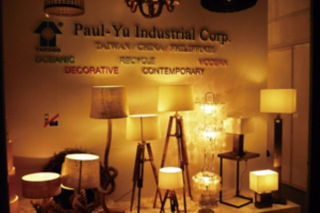 Handcrafted decorative lanterns from Paul-Yu.