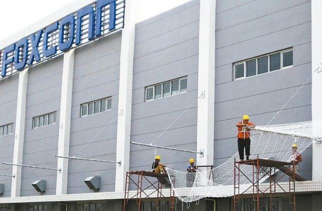 Foxconn continues to build spectacles-free 3D display business.
