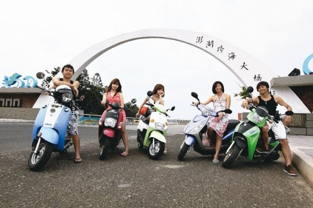 Increasingly more e-scooters are leased to tourists on Taiwan's offshore islets. (photo from UDN)