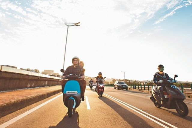 According to Luke, Gogoro's CEO, riding a scooter doesn't have to be a dusty commute but enjoyable urban trip. (photo from UDN)