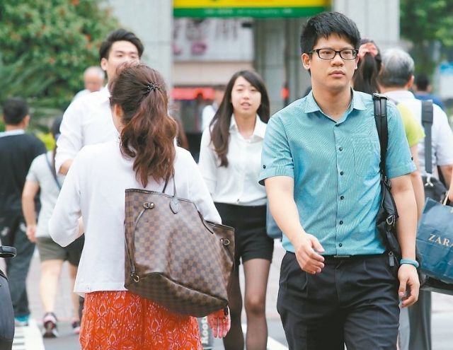 Taiwan's net personnel increase is estimated to dip to 7-year low in the second quarter.
