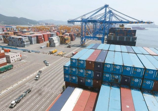 Taiwan's overall export orders in May totaled US$33.73 billion, down 5.8 percent year on year (photo courtesy of UDN.com).