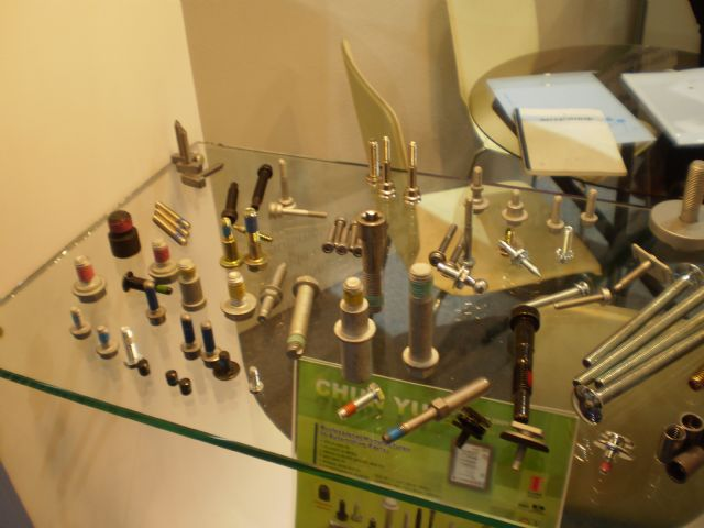 The payoff of Taiwanese fastener makers' effort on going upmarket is a major growth drive for the industry's sustainable development (in the photo are the high-strength, quality-approved bolts and fixings for rail construction).