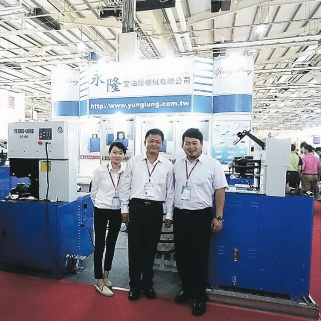 Yung Lung is a professional supplier of crimping machines for industrial application, and has obtained awards and patents worldwide (photographed by Chiang Chia-ling, reporter of EDN).