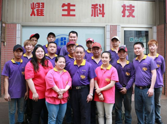 Yao Sheng's chairman M.S. Lu (center, front row) and his workers (photo courtesy of UDN.com).