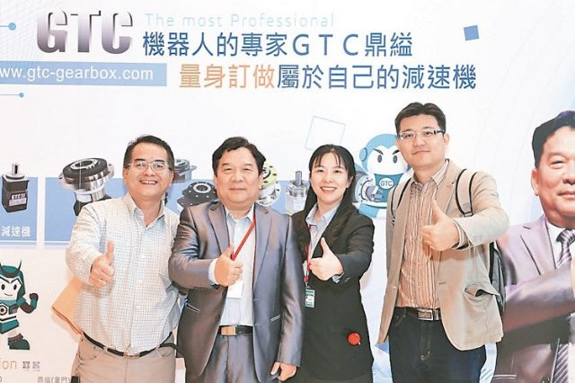 GTC's president E.D. Wang (second from left) (photographed by Haung Chih-chong, reporter from EDN).