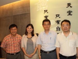 (左起) 古有彬研究員、工研院新聞聯絡人賈夢雯、陳長雄經理以及江忠鍵研究員。