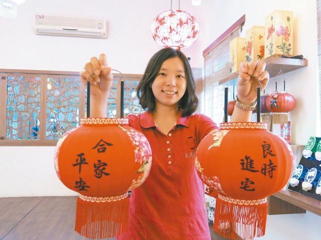 光遠燈籠第三代謝雅純接手傳統家族事業,走向觀光工廠的新方向。 記者黑中亮/攝影