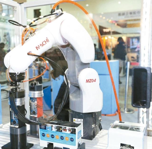 美之嵐集團搭配工業機器人專用的全自動氣動工具,更具智能亮點與工業4.0概念。 陳華焜/攝影