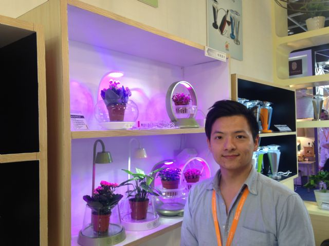 Kevin Chen, Home Resource's product management coordinator, introduced the LED Growth Lights series at HKTDC Hong Kong International Lighting Fair Autumn Edition 2016.
