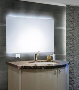 LED光学触控除雾镜。 和益镜厂/提供