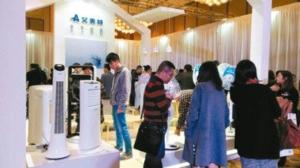 艾美特2017年度新产品发表会,以电扇为主,近400家经销商出席。 记者张义宫/摄影