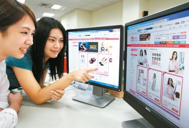 歐美消費旺季從11月底的感恩節延伸至跨年,亦是台灣跨境電商業者最忙碌的時間點。 報系資料照