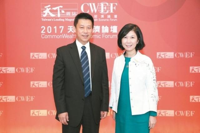 台達電執行長鄭平(左)、台達電品牌長郭珊珊(右)聯手打造新台達。 台達電/提供