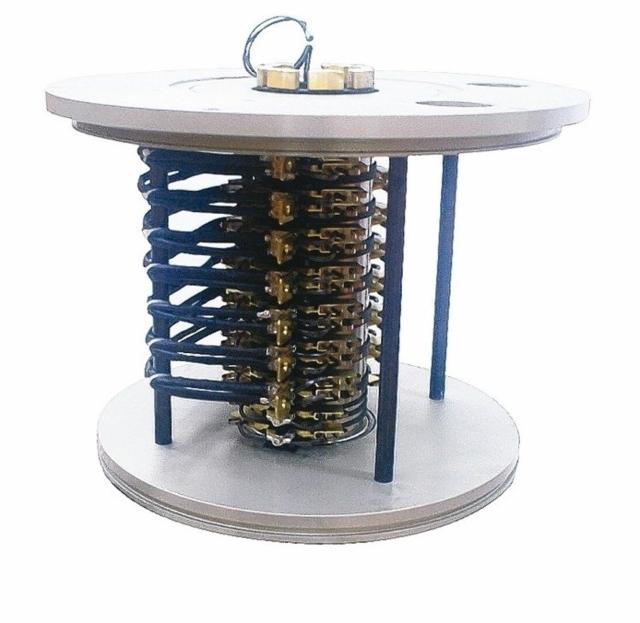 隆環PSA-105集電滑環,提供大電流、大旋轉軸作動設備應用。 吳青常/攝影