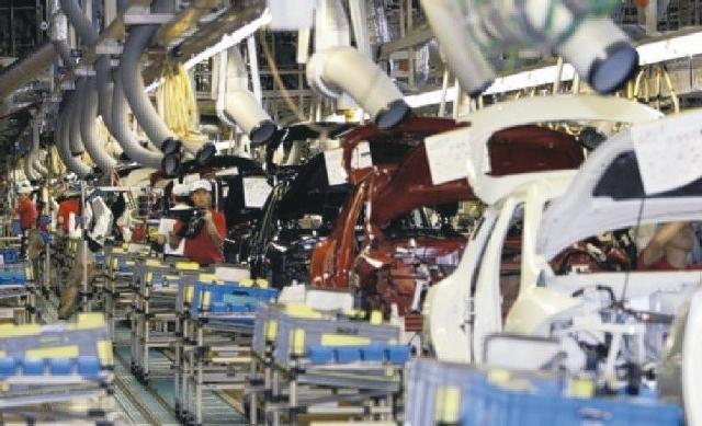 全球汽車產業預估今年將繼續受惠於低迷的油價(圖/聯合報系資料庫)。