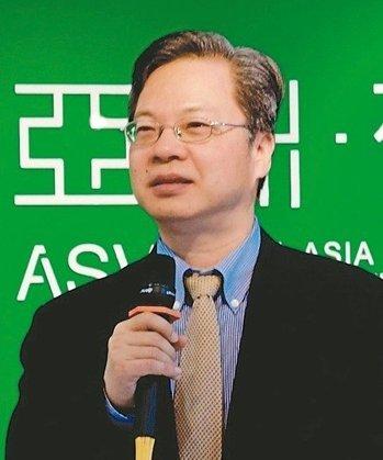 國發會副主委龔明鑫(圖)與亞矽物聯網大聯盟榮譽主席施振榮期許打造物聯網國家隊。 工研院/提供