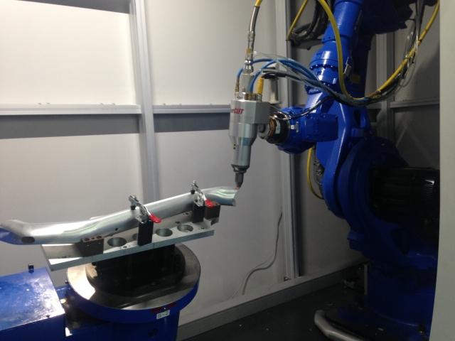 旭東機械針對自行車管加工所開發的全台灣第一部3D雷射切割設備於展會上首次亮相,8軸設計、完美整合不同工序於一身。