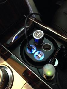 汽車專用電源DC12V-24V轉USB 5V充電座。唐揚/提供