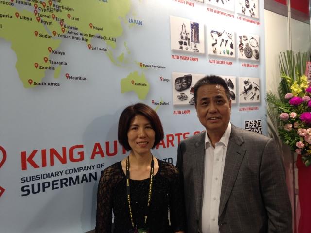 勝霸董事長謝成輝(右)看好今年公司業績將有非常顯著的成長。