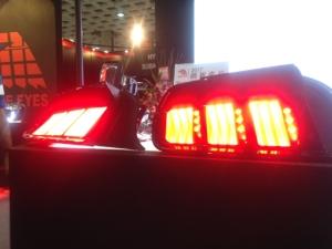龍鋒推出整合導光板的LED車頭燈,展現類OLED的效果 圖/莊士億攝影
