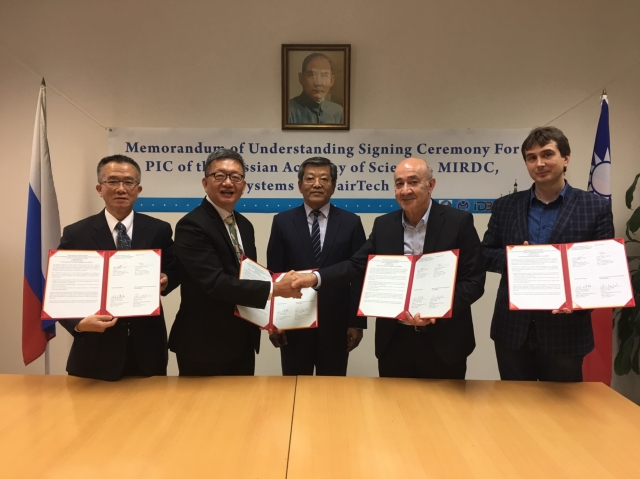 Memorandum of Understanding Signing Ceremony for PIC of Russian Academy of Science, MIRDC, Optosystems, and FairTech (photo provided by Metal Industries Research & Development Centre)