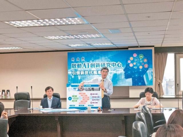 科技部長陳良基衝刺AI產業,昨天宣布投入50億元進行技術研究。 記者林良齊/攝影