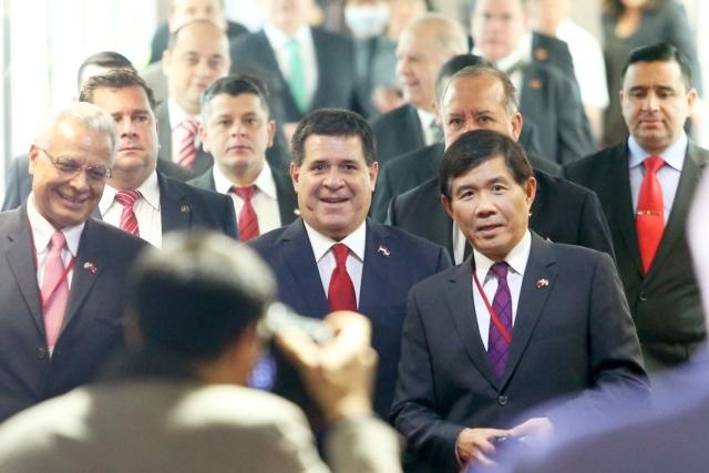 巴拉圭總統卡提斯(前中)日前率團抵台訪問,我國昨天也與巴拉圭正式簽署「中華民國與巴拉圭共和國經濟合作協定」。本報資料照片