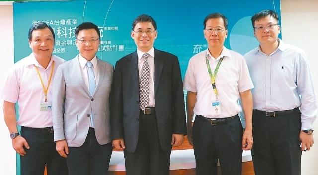 經濟部能源局副局長李君禮(中)。 劉靜君/攝影