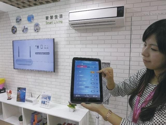 大同以平板串連冷氣、DC電扇、LED照明、空氣清淨機等,構成智慧家電節能管理應用系統。 記者張義宮/攝影