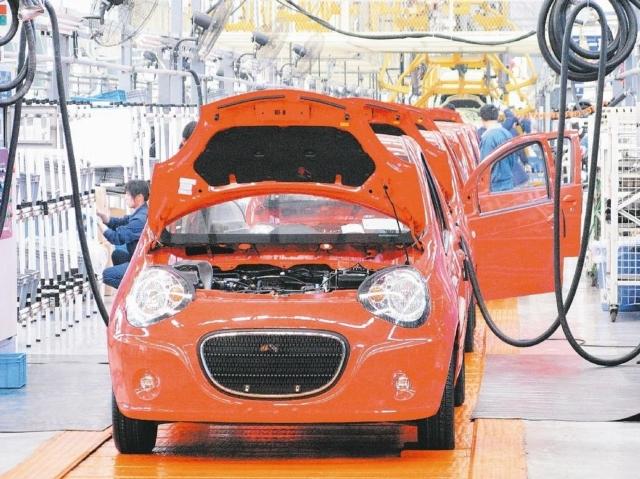 法人表示,汽車概念股迎旺季,後市值得期待。圖為汽車廠的生產裝配線。 聯合報系資料照