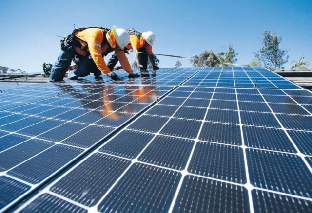 政府重視太陽能產業,積極發展綠能領域,「太陽能概念股」受到市場高度矚目。 本報系資料庫