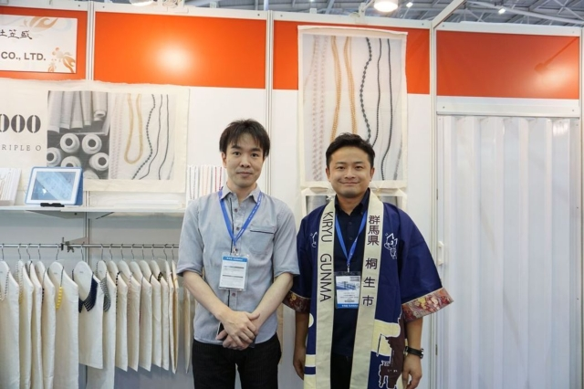 Yuichiro Tsuji (right), an official of Ministry of Economy, Trade and Industry in Japan taking pictures with the visitor. (Photographed by King Lai Lai)