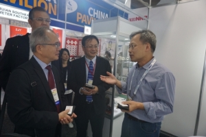 Cens.com News Picture Deputy Director General of Taipei Economic and Cultural Office in L.A. Visits Taiwanese Exhibitors at AAPEX 2017