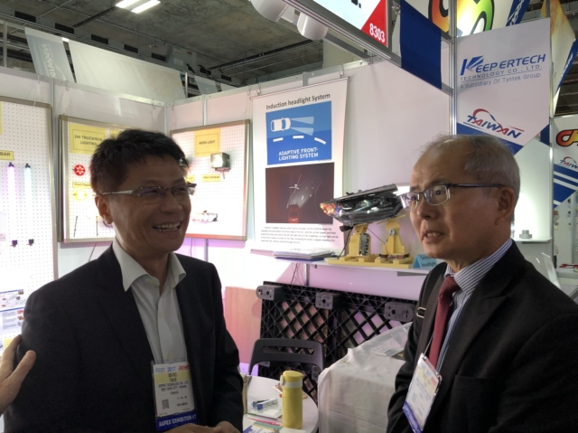 Wen-Hu Wang(left), general manager of Keeper Technology, is satisfied with the business opportunities APPEX has brought.