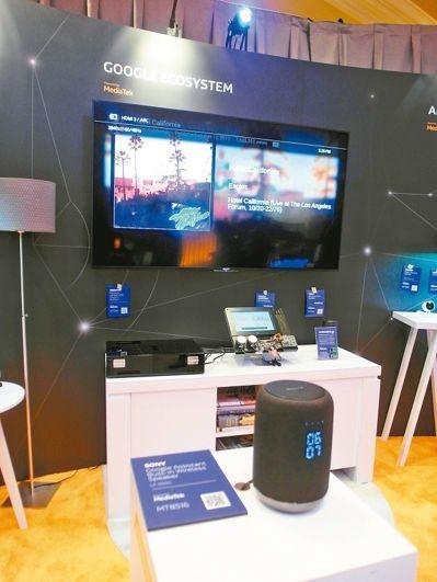 索尼採用Google Assistant平台的智慧音箱,內建聯發科晶片,並可遙控電視。 記者何佩儒/攝影