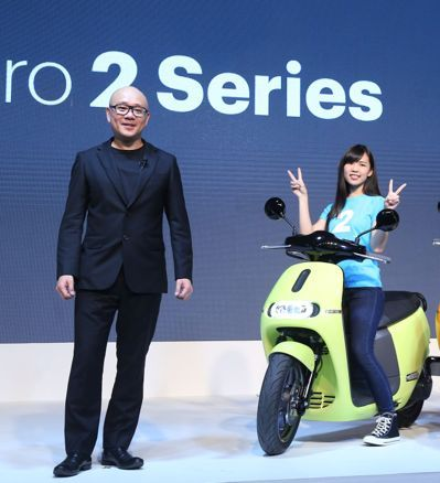 Horace Luke(left), CEO and Founder of Gogoro (photo provided by UDN.com).