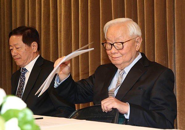 張忠謀(右) 記者林俊良/攝影